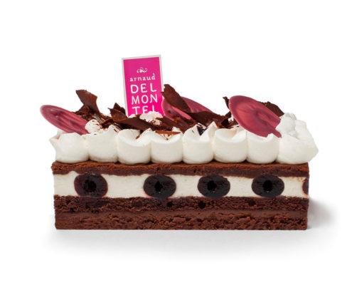La Forêt Noire : mousse vanille, ganache chocolat, cerise amarena, biscuit sacher