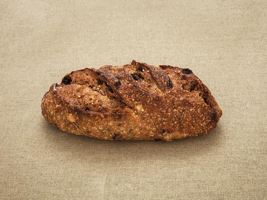 Pain Forestier, mélanges de graines, céréales, noisettes et raisins parArnaud Delmontel